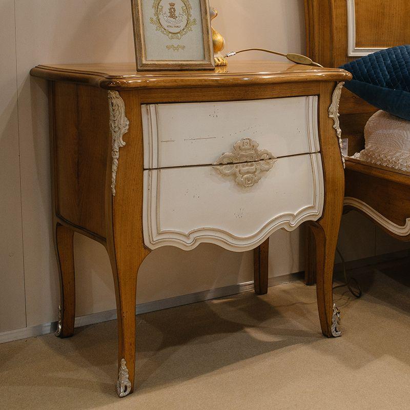 Прикроватная тумбочка из древесины французской вишни с художественной резьбой Majestic