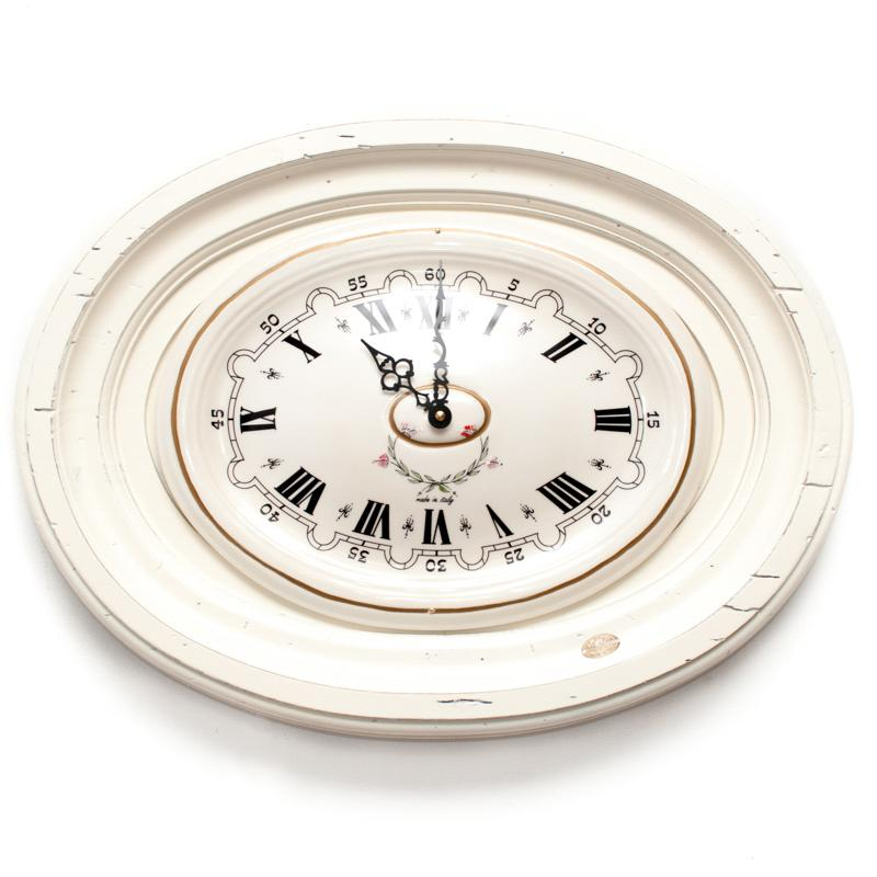 Часы настенные овальные белые
