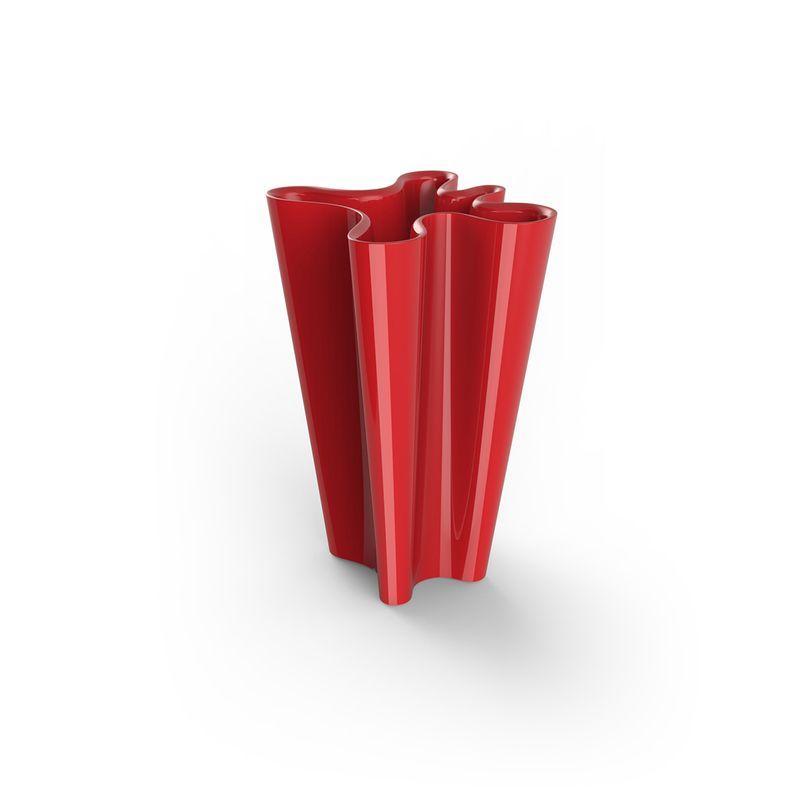 Красное кашпо витиеватой формы для сада и террасы Bye-bye