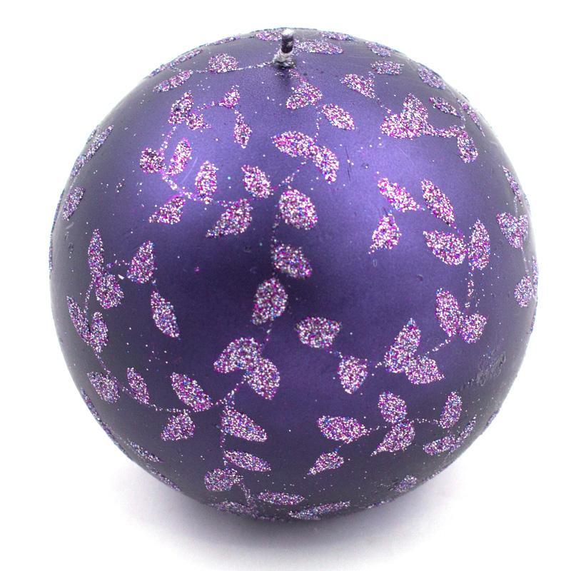 Свеча-шар фиолетовая с блестящим раститительным узором