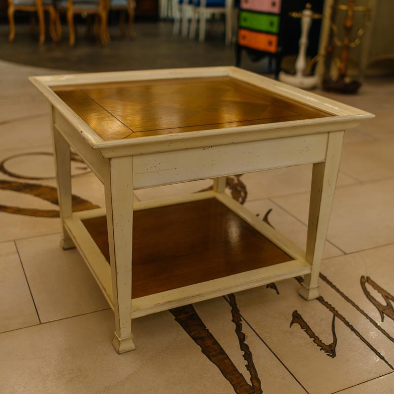 Оригинальный двухцветный столик ручной работы из натурального дерева