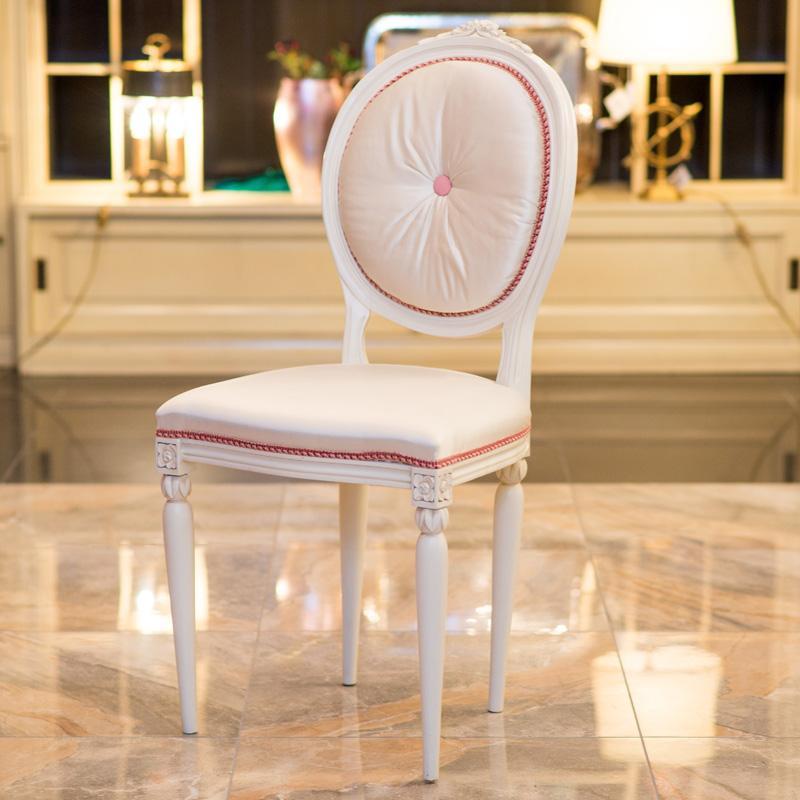 Элегантный стул Frari с ручной резьбой и розовой окантовкой