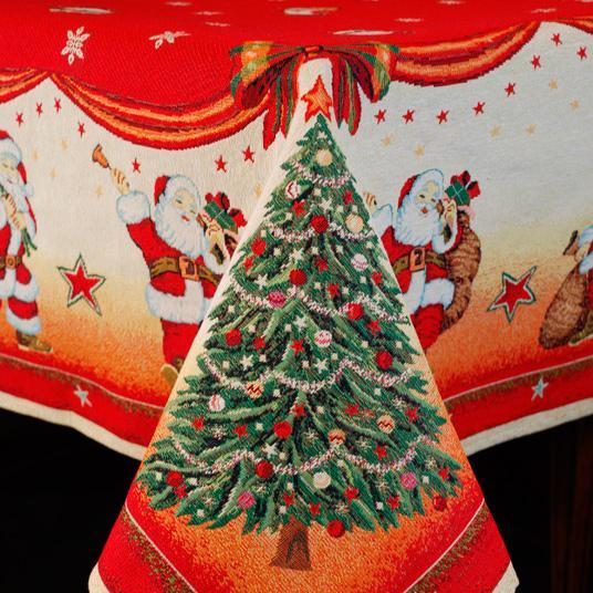 """Новогодняя скатерть с красочным рисунком """"Санта Клаусы"""""""