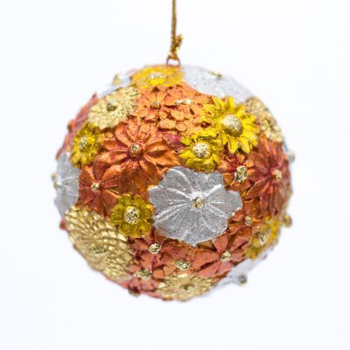 Яркая новогодняя игрушка на елку с цветами - фото