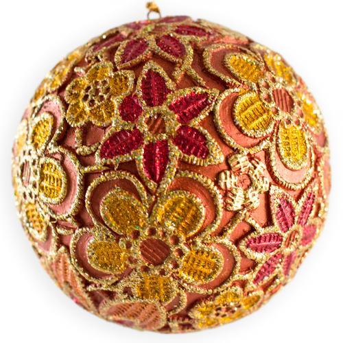 Оранжевая игрушка на елку с цветочным декором - фото