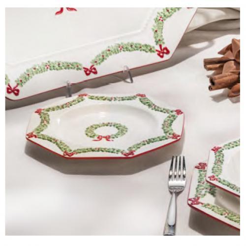 Мелкая тарелка праздничная с декором - фото