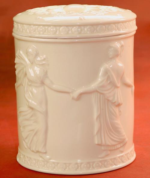 Шкатулка из керамики в форме цилиндра с узором - фото