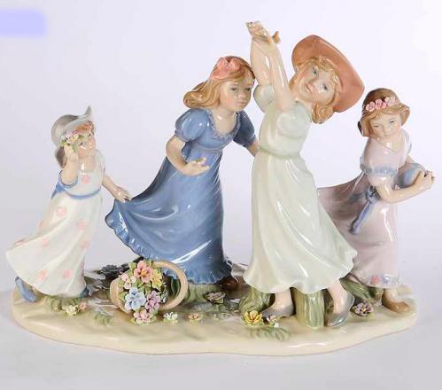 Фарфоровая статуэтка с четырьмя девочками - фото
