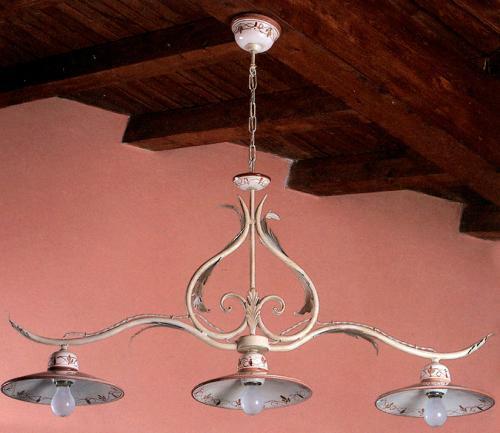 Металлическая подвесная люстра с керамическими плафонами - фото