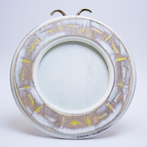 Круглая фоторамка из антикварного дерева с белым напылением - фото