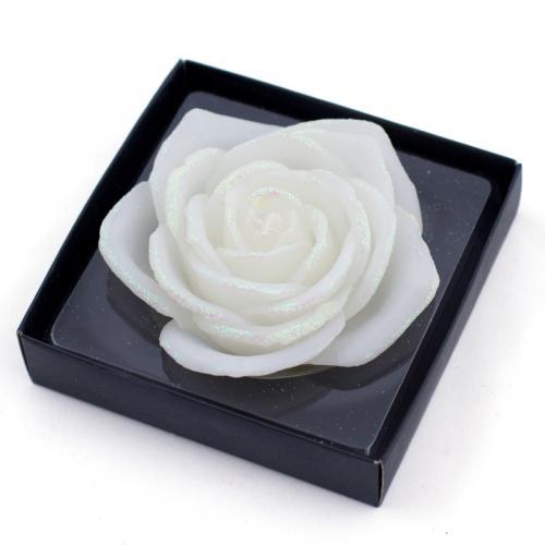 Белоснежная свеча-роза из парафина - фото