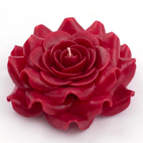 Роскошная свеча-роза алого цвета - фото
