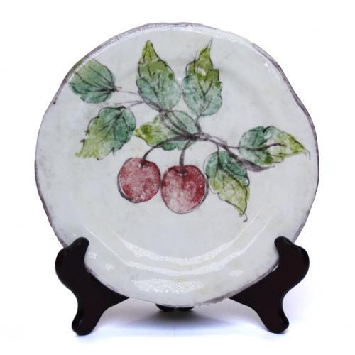 Тарелка ручной работы с изображением вишни - фото