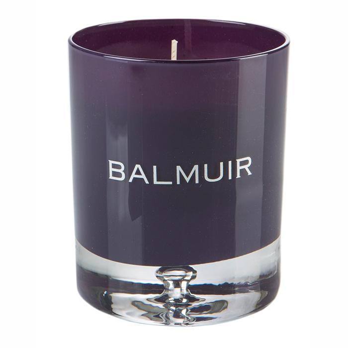 Свеча в подсвечнике пурпурного цвета - фото