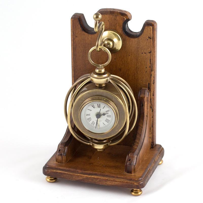 Часы на крючке - фото