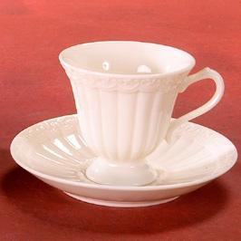 Кофейная чашка с блюдцем - фото