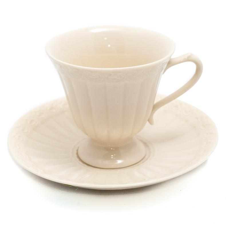 Чашка с блюдцем для кофе - фото