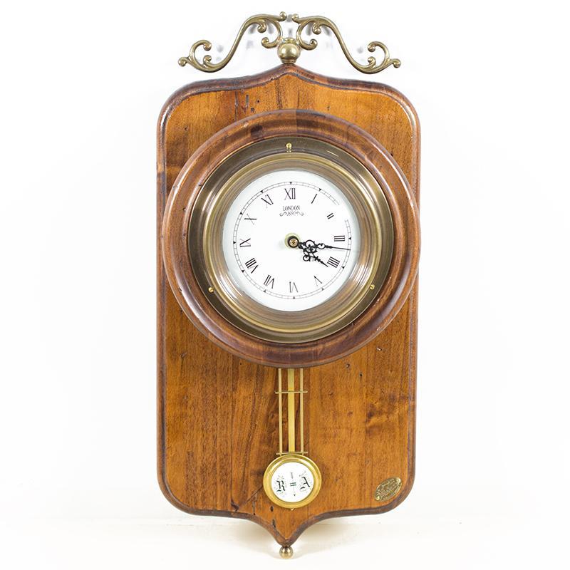 Часы старинные с маятником - фото