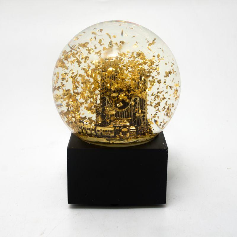 Музыкальная шкатулка – шар с плавающими золотистыми блестками - фото