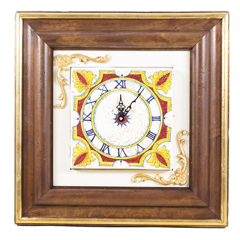 Керамические часы в деревянной оправе в антикварном стиле - фото