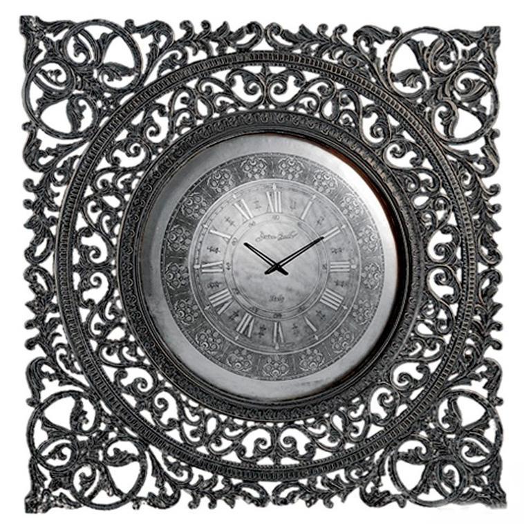 Часы с резьбой - фото
