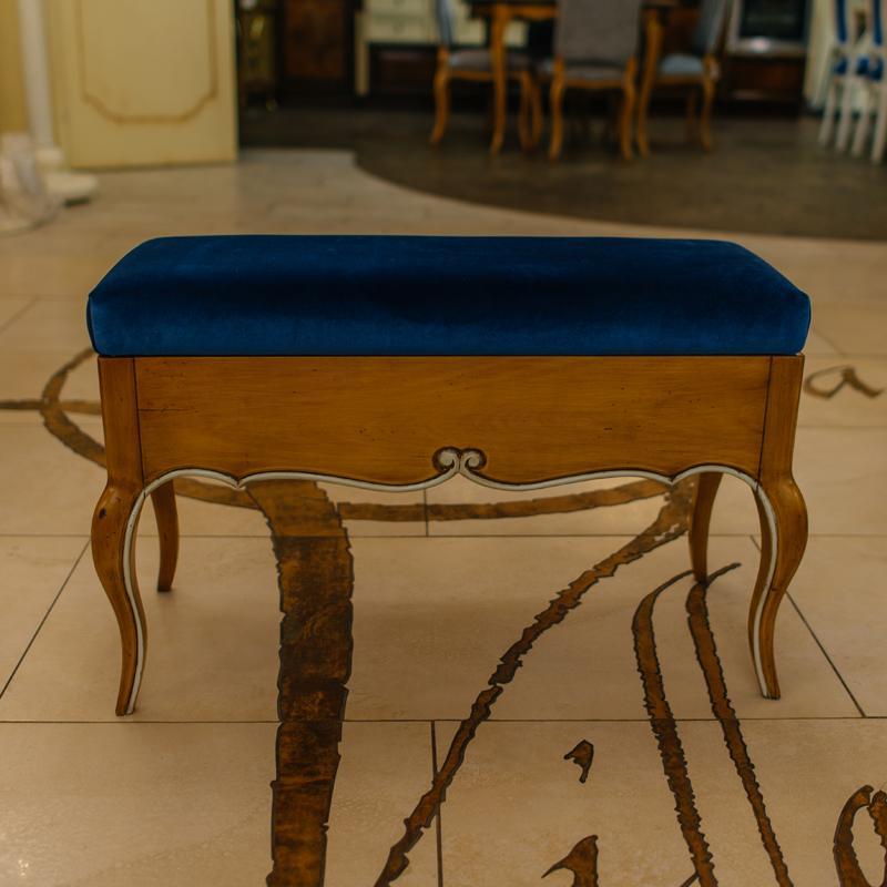 Банкетка с откидной крышкой, обтянутой синим бархатом Rafael - фото
