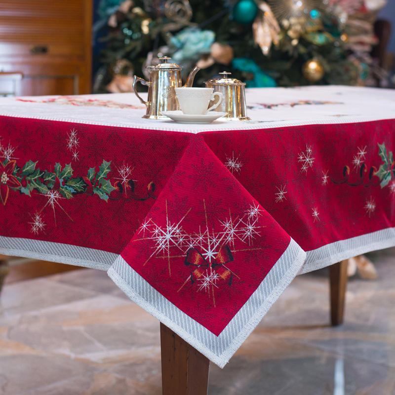 """Праздничная скатерть из гобелена с новогодним рисунком """"Подарки"""" - фото"""