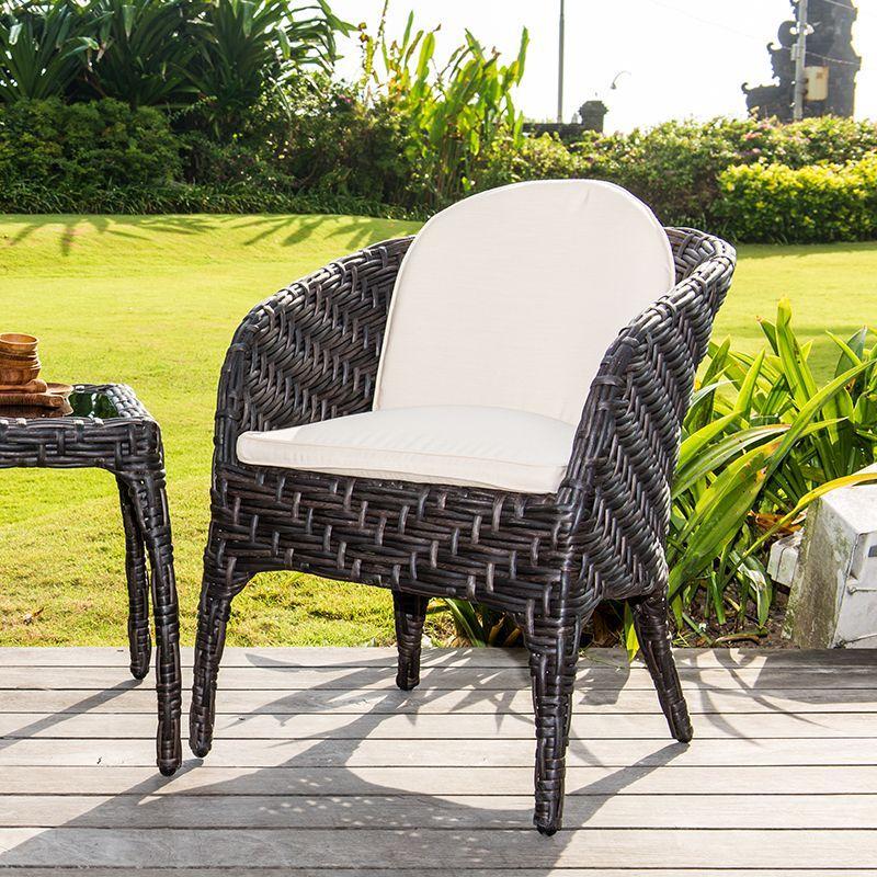 Кресло обеденное из ротанга со светлыми подушками Celeste