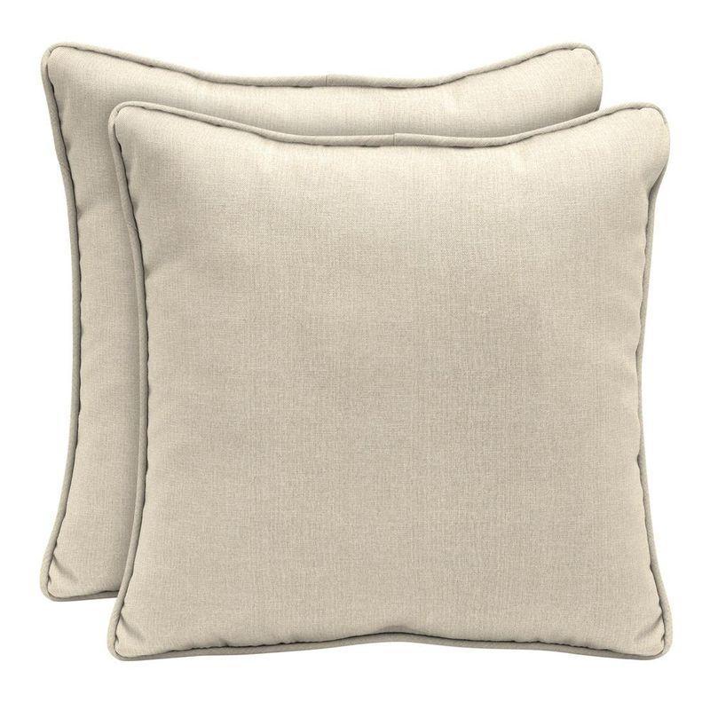Декоративная подушка из водоотталкивающей ткани