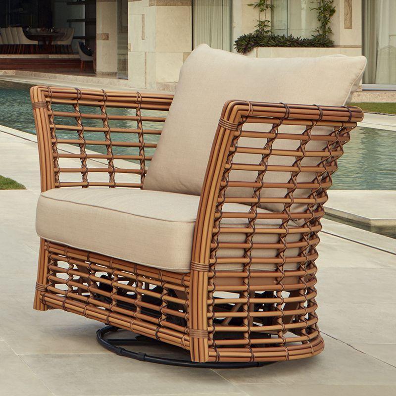 Кресло-качалка из искусственного ротанга с мягкими подушками Villa