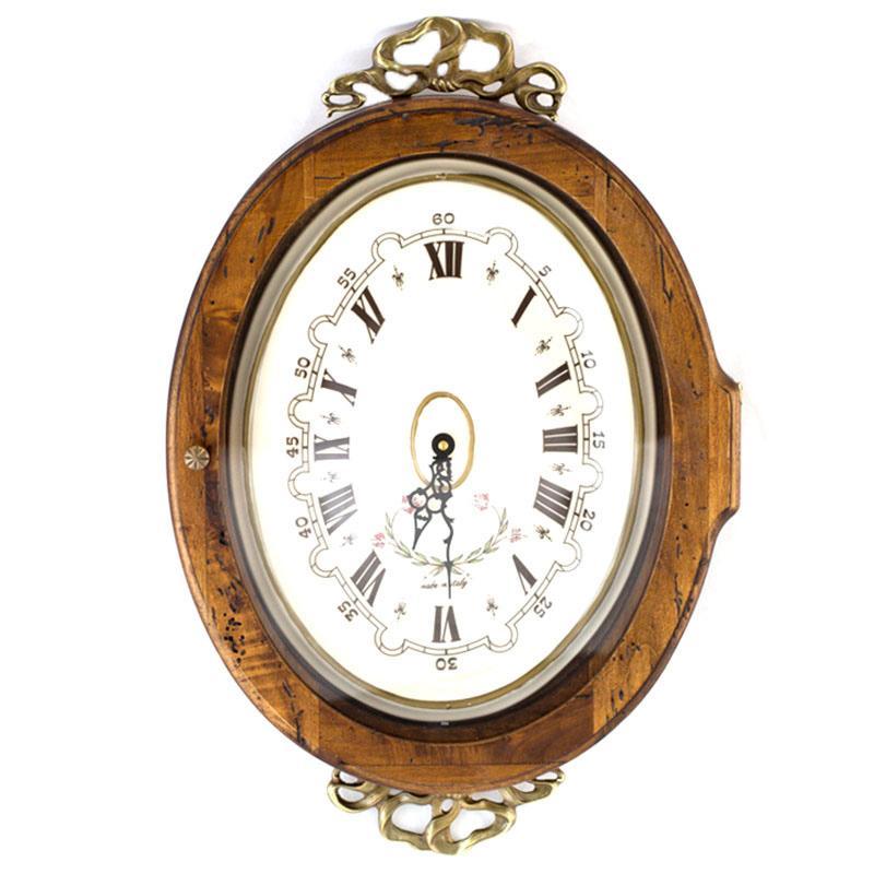 Часы старинные овальные с металлическим декором