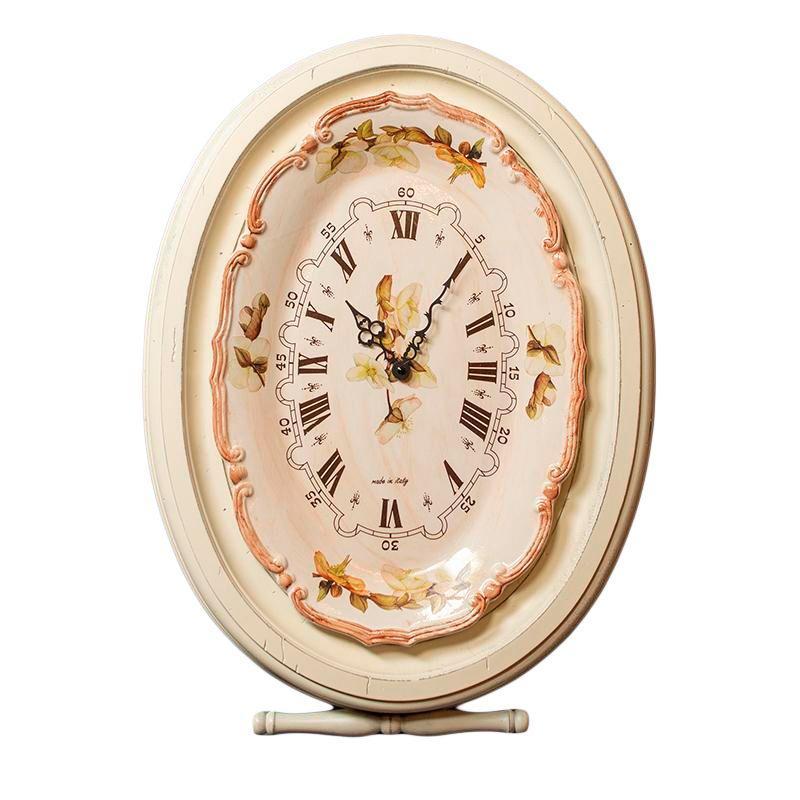 Часы настенные в белом обрамлении