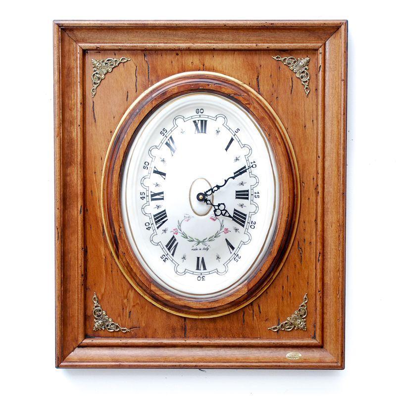 Часы настенные с латунными виньетками под старину