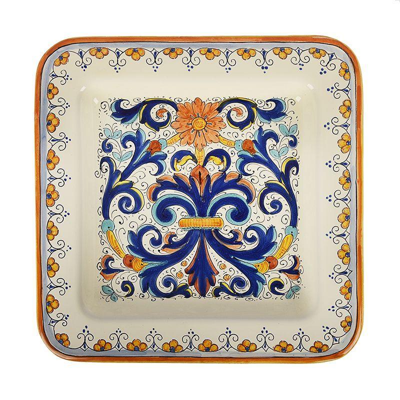 Декоративная тарелка с цветочным орнаментом