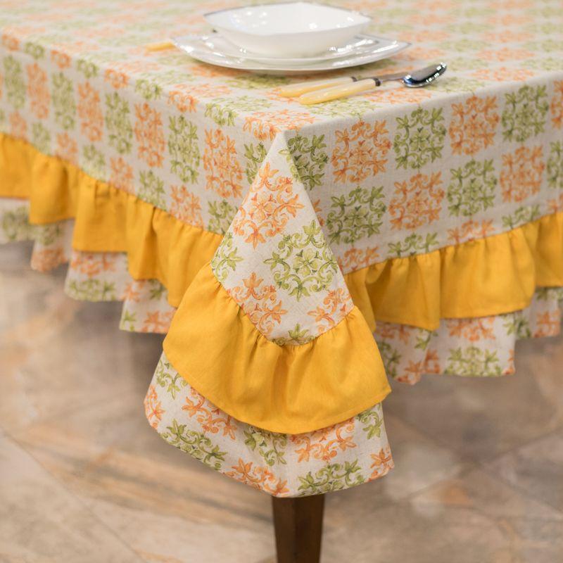 Скатерть текстильная с оранжево-зеленым орнаментом