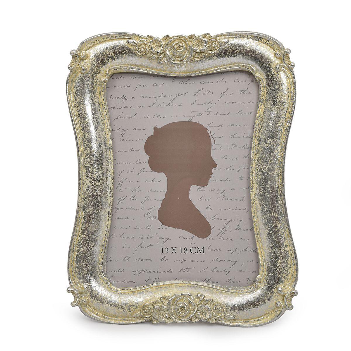 Рамка для фото с волнистым краем и декором из роз