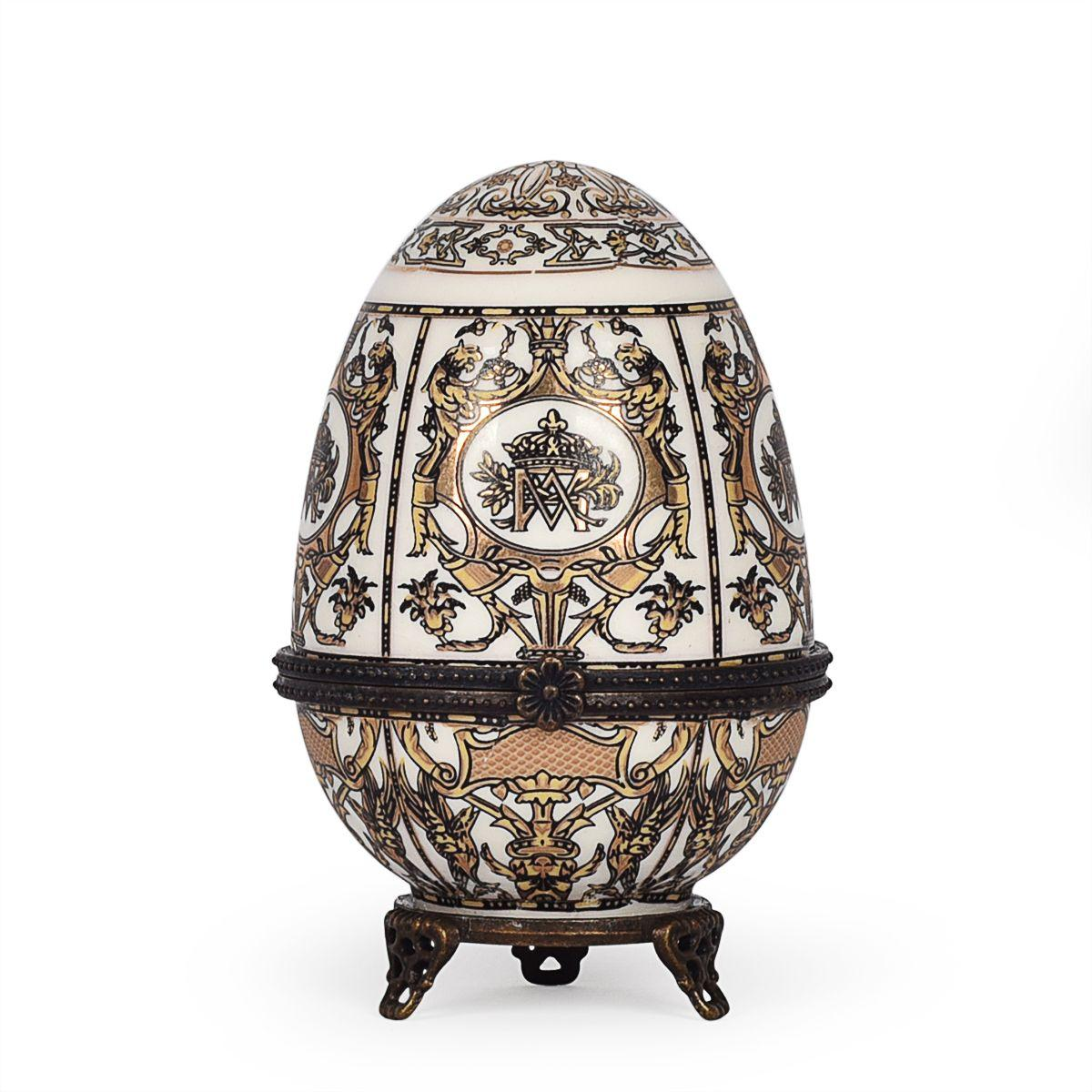 Фарфоровая шкатулка в форме яйца с узором из гербов