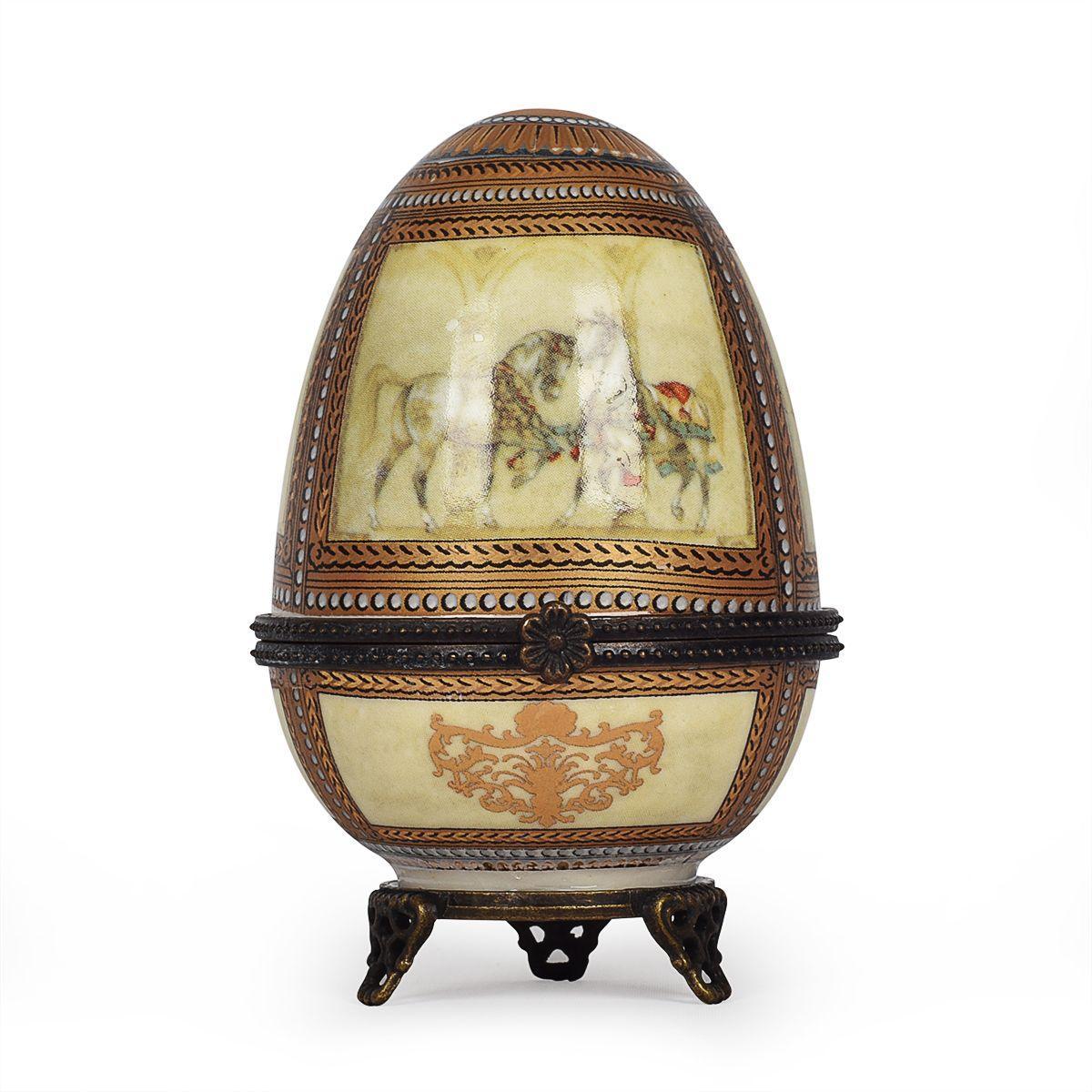 Шкатулка-яйцо из фарфора с узорами и изображением коней