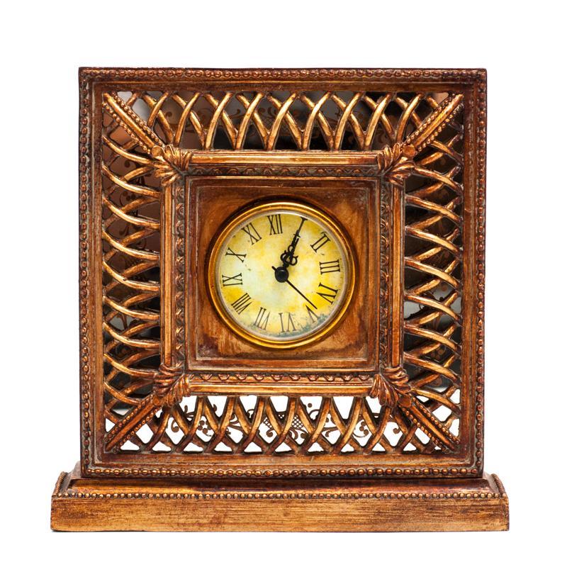 Часы деревянные со сквозным плетением