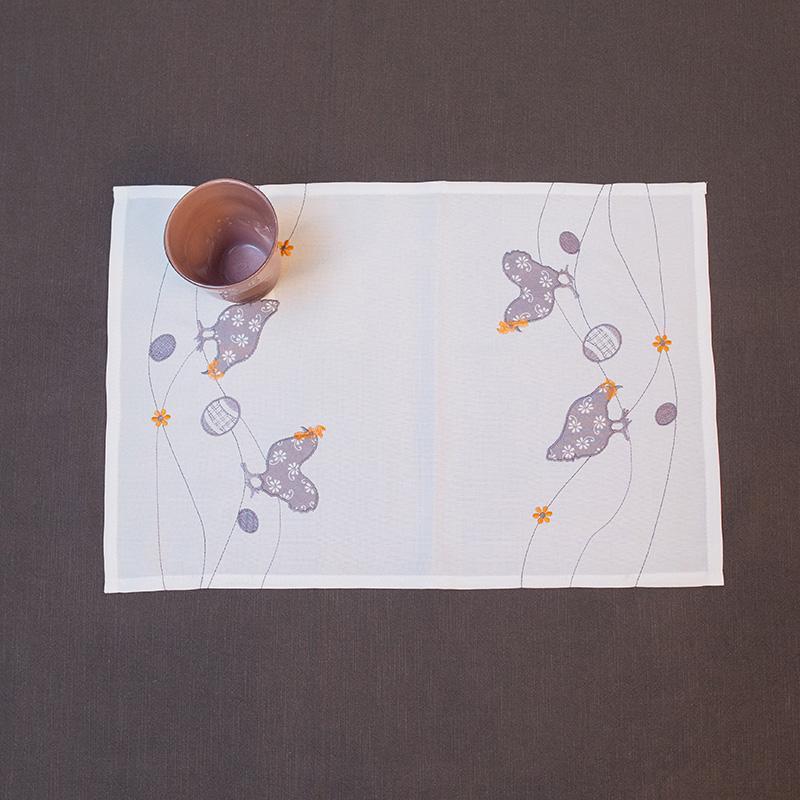 Пасхальная салфетка с вышитыми курочками «Светлый праздник»