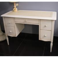 Письменный стол Frari для светлой детской комнаты