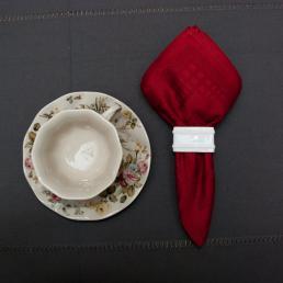 Салфетка тканевая рубиновая Ana