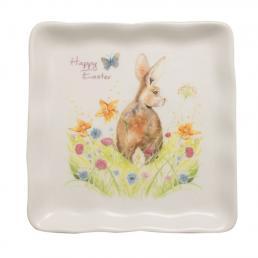 Квадратная тарелка с пасхальным рисунком «Кролик на лужайке»