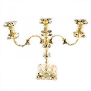 Канделябр на три свечи в золотом цвете