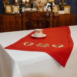 Салфетка красная с вышивкой Busatti