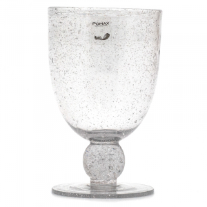 Бокал из прозрачного стекла с пузырьками воздуха