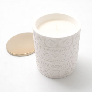 Свеча белая в стакане с узором