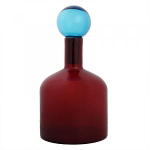 Красная ваза из толстого стекла в виде бутыли с крышкой
