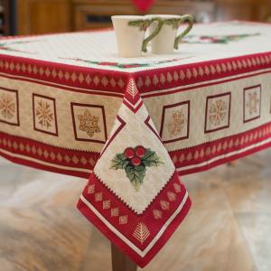 """Новогодняя скатерть из гобелена с люрексом """"Золотые снежинки"""""""