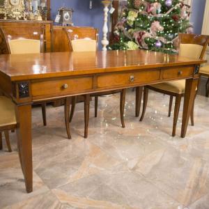 Солидный письменный стол Mocape для респектабельного кабинета в классическом стиле